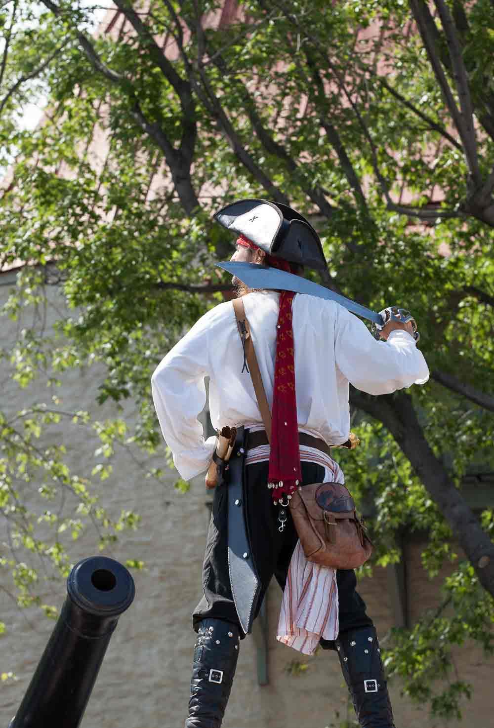 Photos de pirate avec Capitaine Loran prêt à tirer