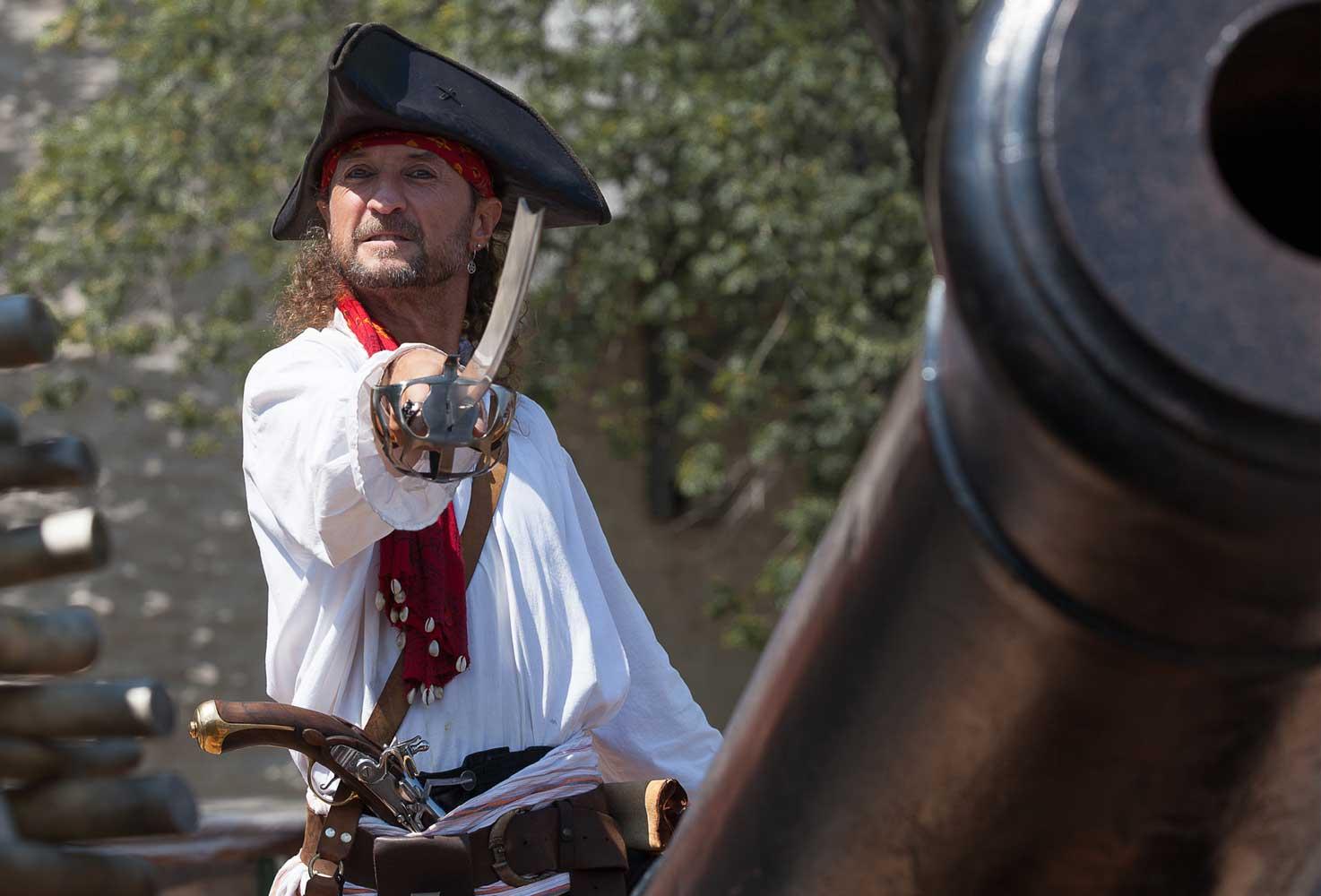 Photos de pirate avec Capitaine Loran prêt à l'abordage