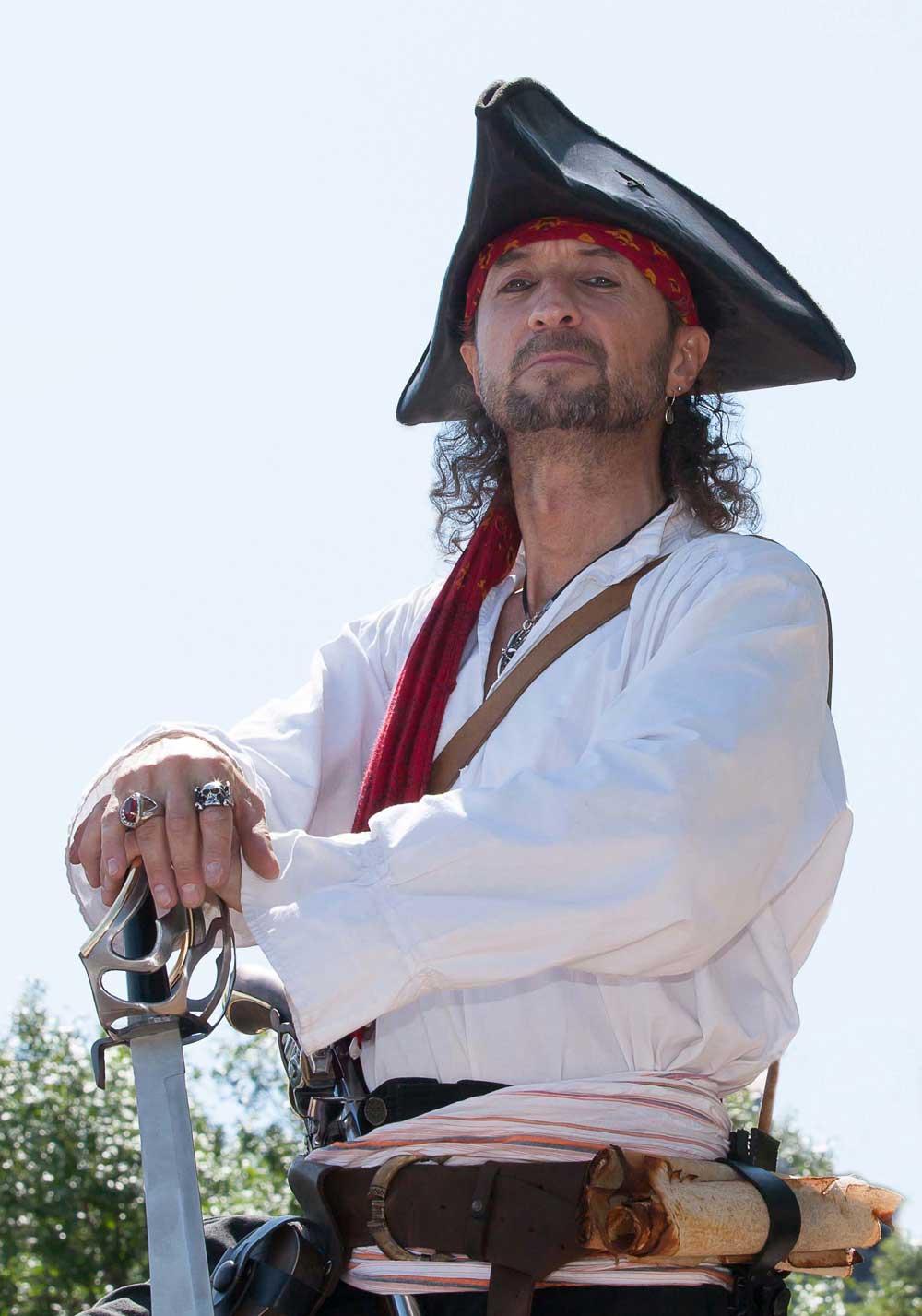 Pirate Capitaine Loran prêt pour une fête d'enfant
