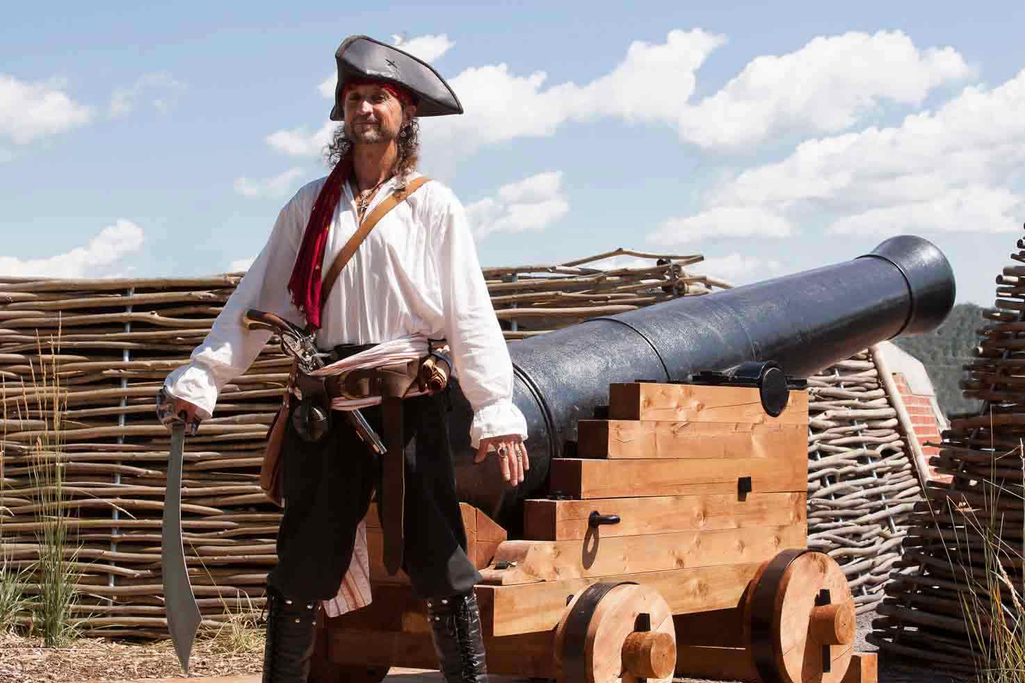 Pirate Capitaine Loran prêt à l'abordage