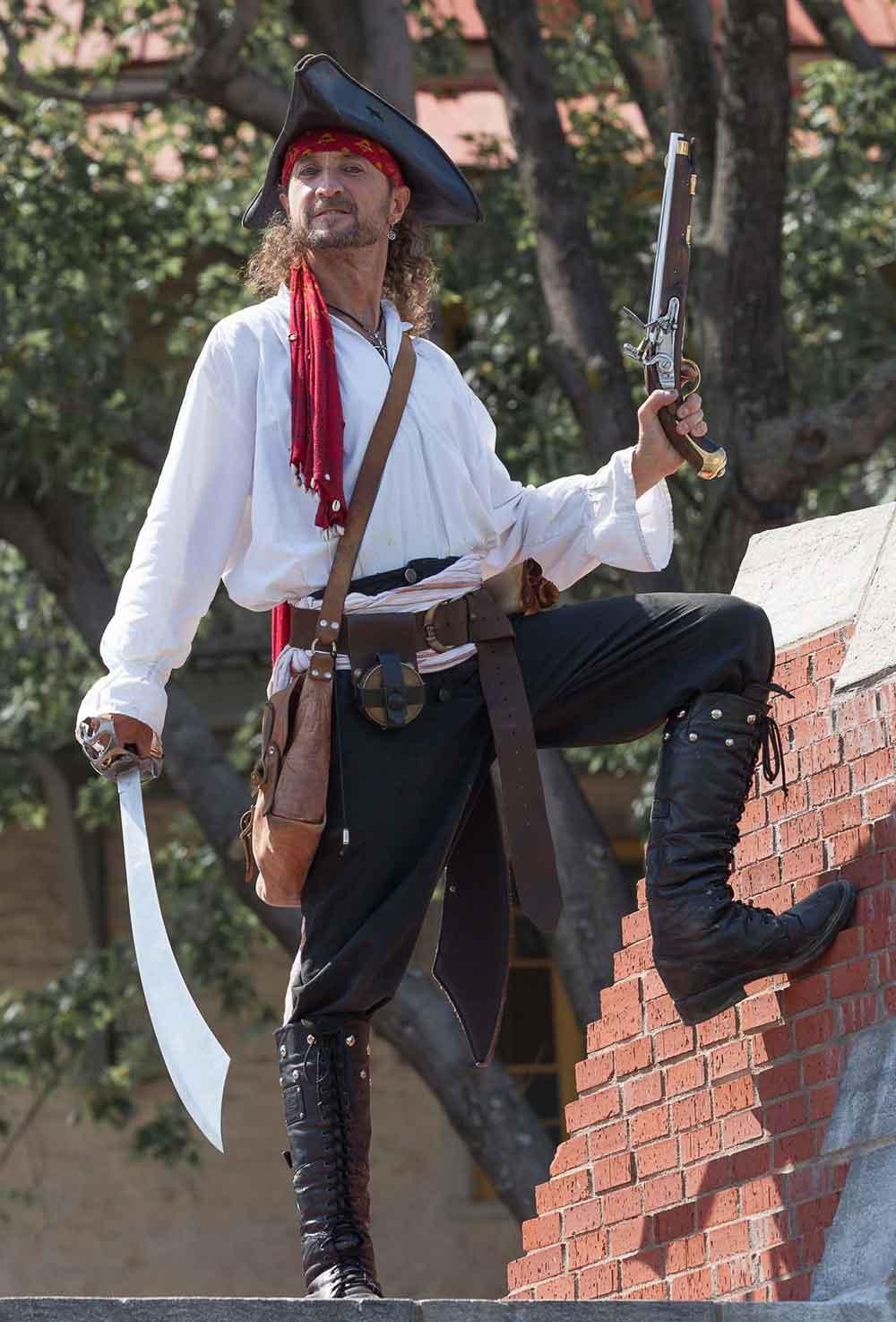 Photo de pirate avec Capitaine Loran toujours prêt à l'attaque